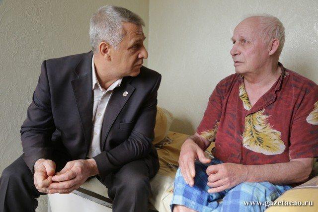 Мечты сбываются - Директор дома инвалидов Сергей Шепета и его подопечный Виталий Леонтьевич Подставкин