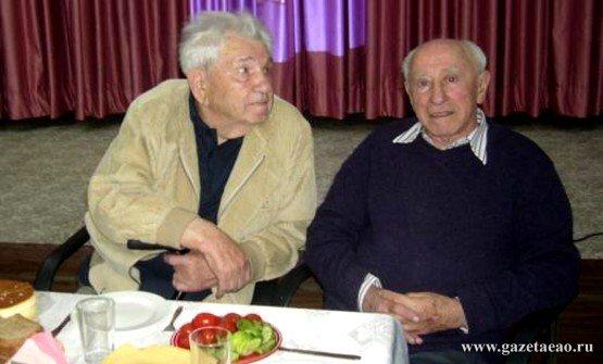 Охотник за временем - Писатель Мише Лев (слева) и Ицхок Луден