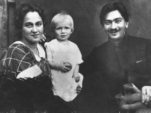 Брук с женой и Ниной