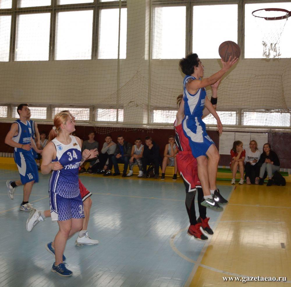 chlen-parni-basketbolisti-smotret-seks-s-bolshimi-siskami-v-masle