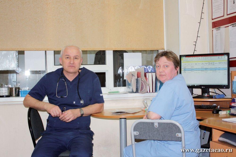 Врач – первая профессия ЕАО - Заведующий приёмным отделением Воробьёв О.В.и медсестра приёмного покоя Присакарь О.В.