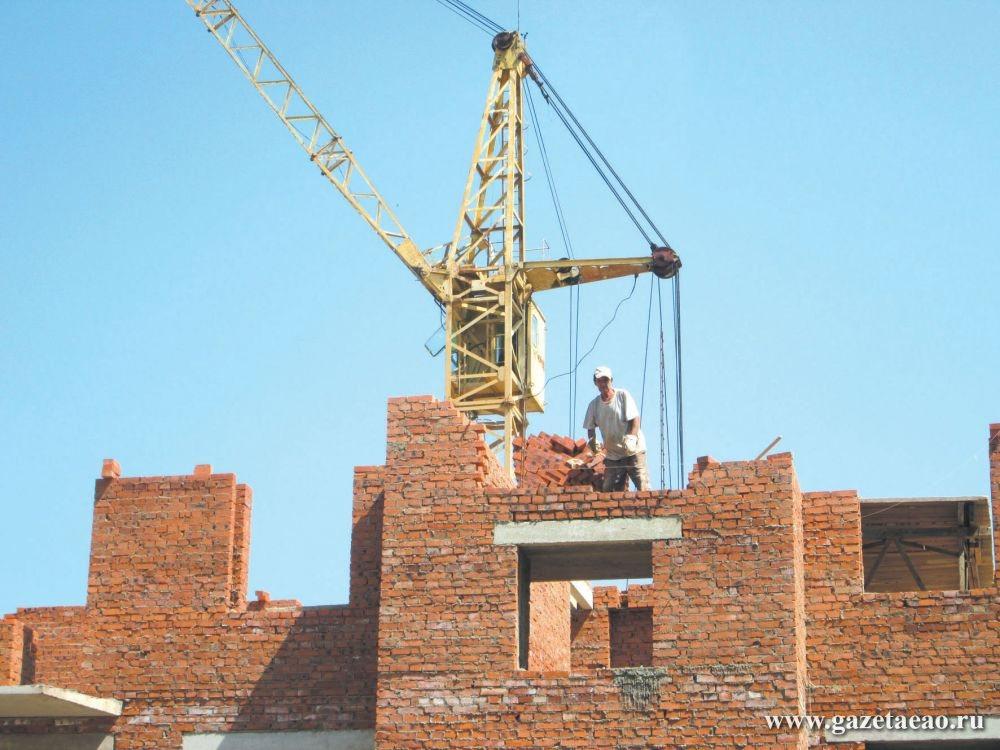 Давайте оживлять жильё - В Биробиджане по улице 40 лет Победы продолжается строительство 90-квартирного дома. ООО «Монолит» намерено сдать дом в эксплуатацию в этом году.