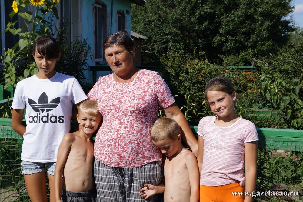 Долгий путь домой - Одной дружной семьей — Светлана Васильева  с внуком и приемными детьми.