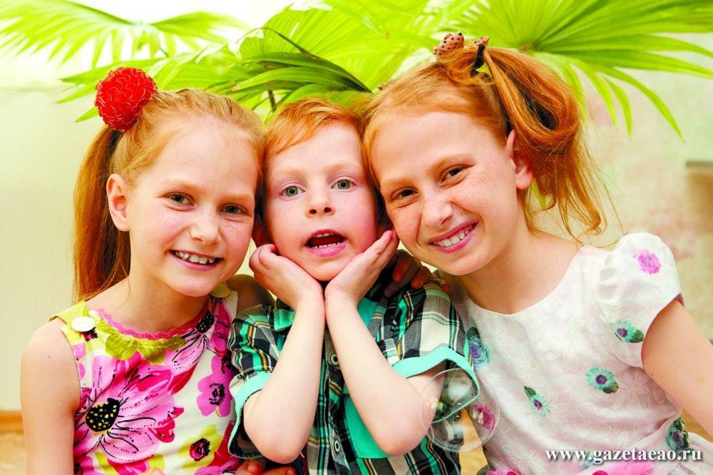 АКЦИЯ - Слева направо:   Дарья, 9 лет; Данил, 5 лет; Клавдия, 10 лет  (сёстры и братик).