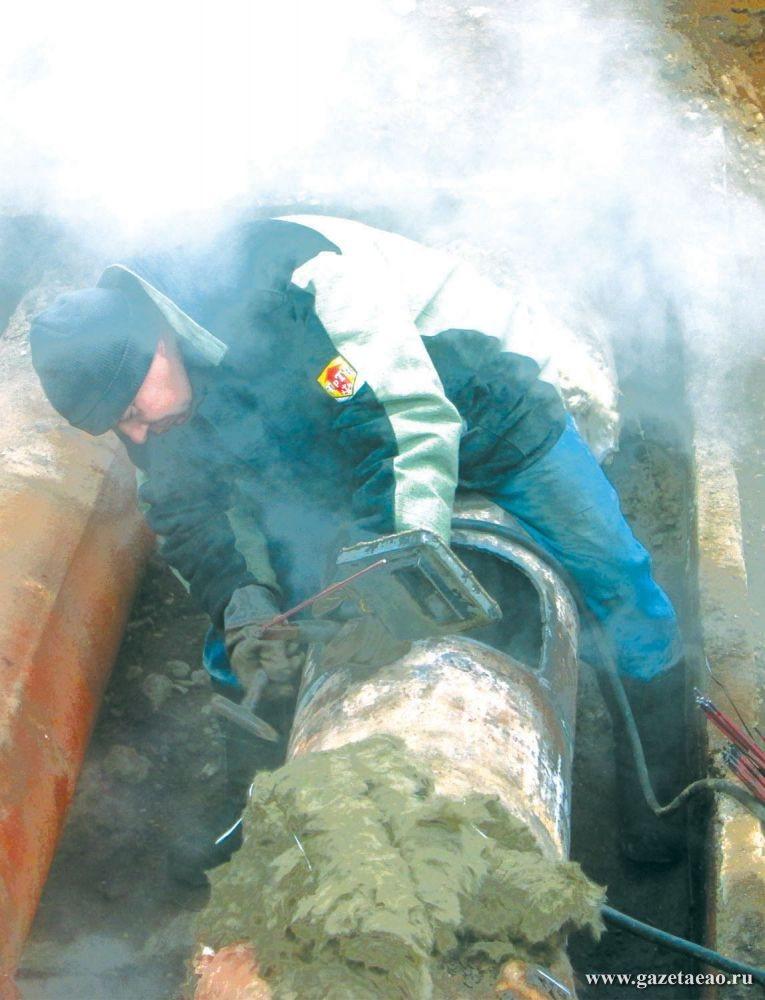 Холодная зима – горячее  время коммунальщиков - Ремонт магистральной теплотрассы в Биробиджане