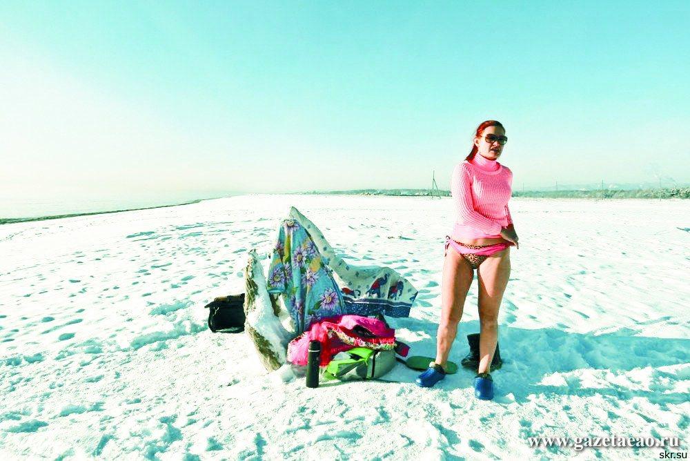 На Сахалине завелись моржи и сразу полезли  в зимнее море