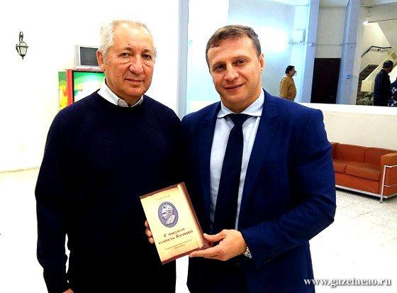 Биробиджан  далекий и близкий - Бренер (слева) и К. Развозов