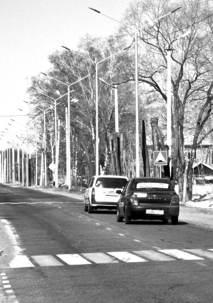 Автотрассы  дополнят тротуарами - Участок дороги в центре села Валдгейм