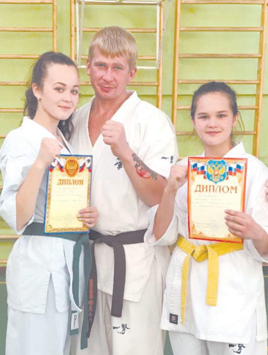 Боевые девчонки - Сестры с тренером Максимом Артеевым