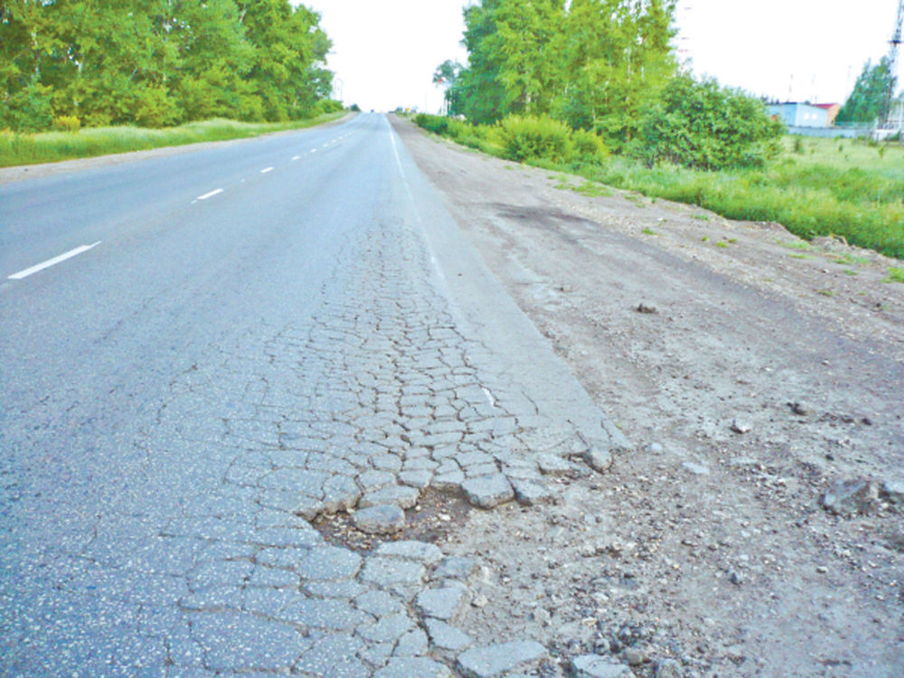 Дорога по дешёвке - В Биробиджане, где чиновники, единственные в стране, проигнорировали «Дорожную инспекцию ОНФ», на гарантийных дорогах вообще было сложно найти следы ремонта.