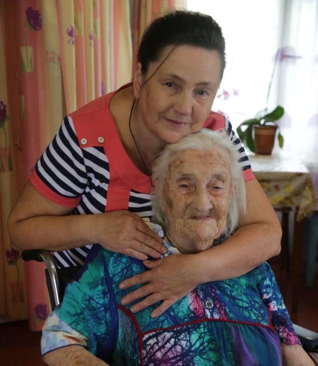 101 год Марии - С внучкой Ларисой