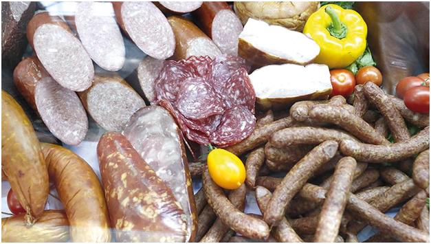 Колбасу и сладости включают в нацпроект - Фото ИЗВЕСТИЯ/Алексей Майшев