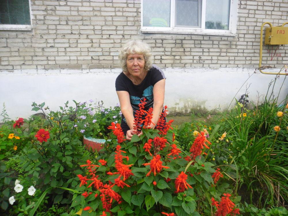 И в горе, и в радости - Г.Г. Веневцева у своих цветов