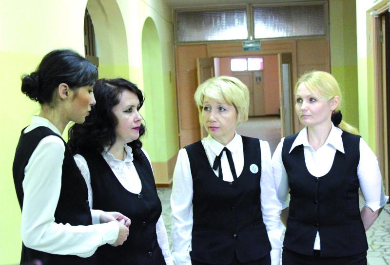 Яркое не надевать, обтягивающее не носить, или Дресс-код учителей - Фото: vtambove.ru