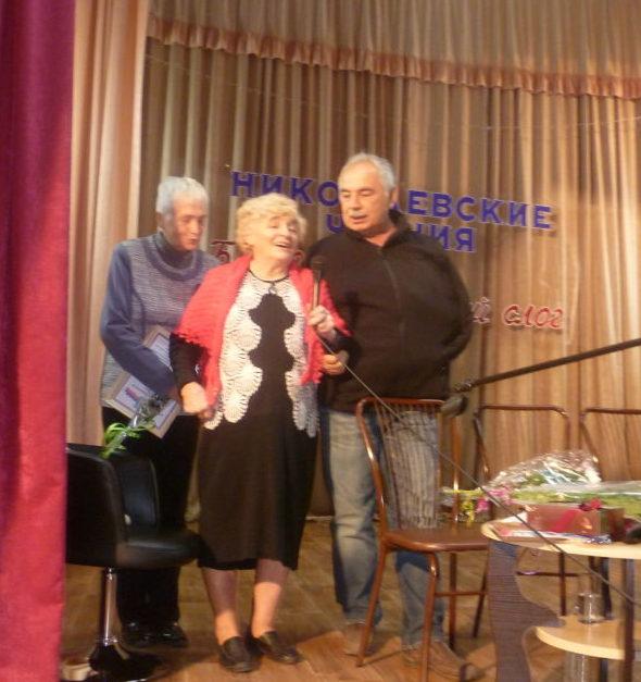 «Свет души моей» - Лилия Барбышева (в центре) с издателями книги