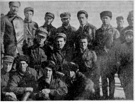 Уполномочен основать село - Первый кавалерийский отряд из еврейских поселенцев. Первый слева вверху - Лев Баскин