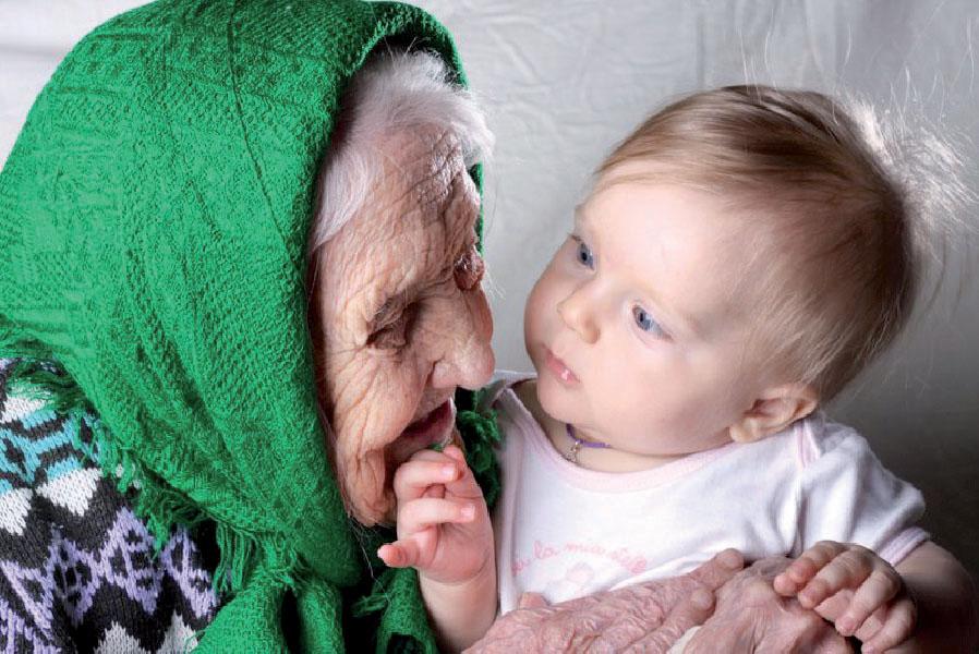 Нам бабушку оставить или внучку отослать?
