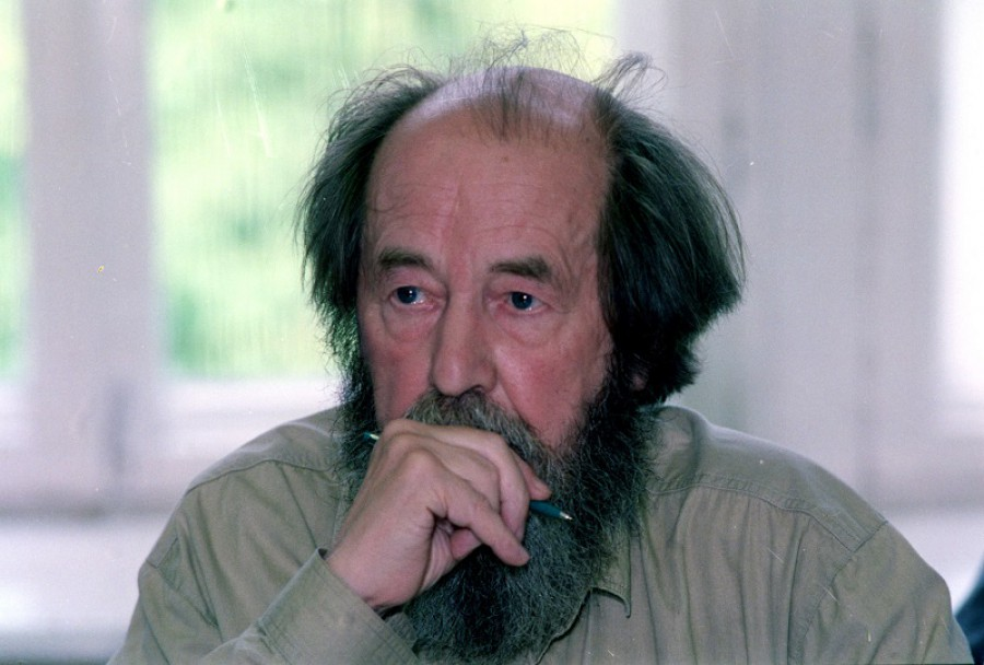 Советский писатель Александр  Солженицын  (1918 – 2008)