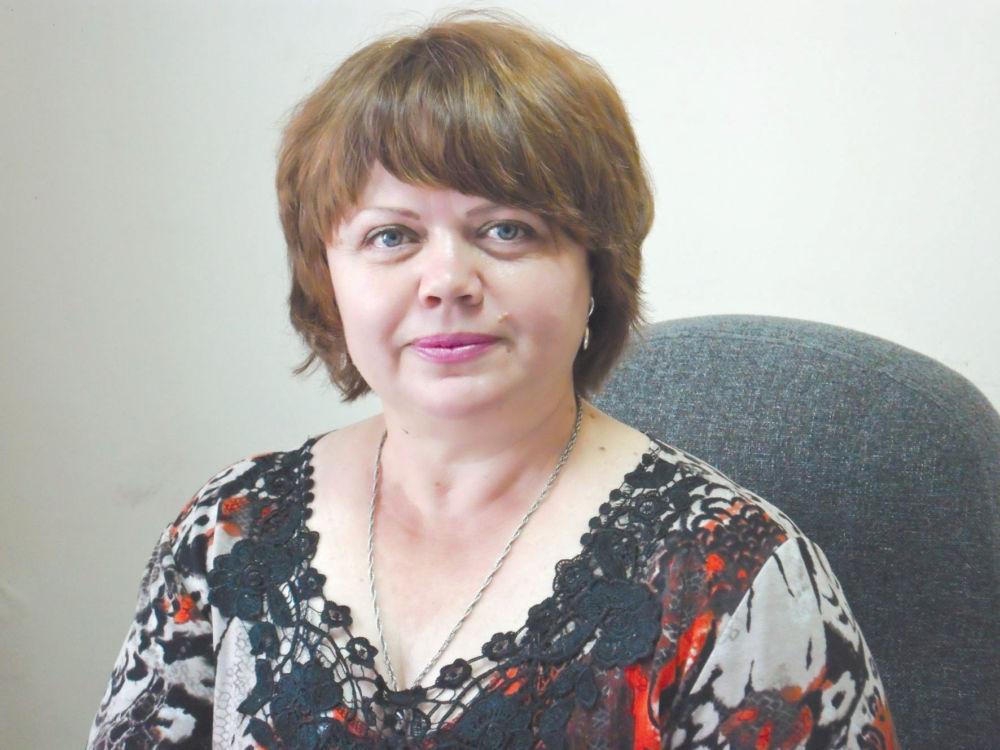 С алмазной искоркой - На фото автора: Оксана Шестакова и её работа.