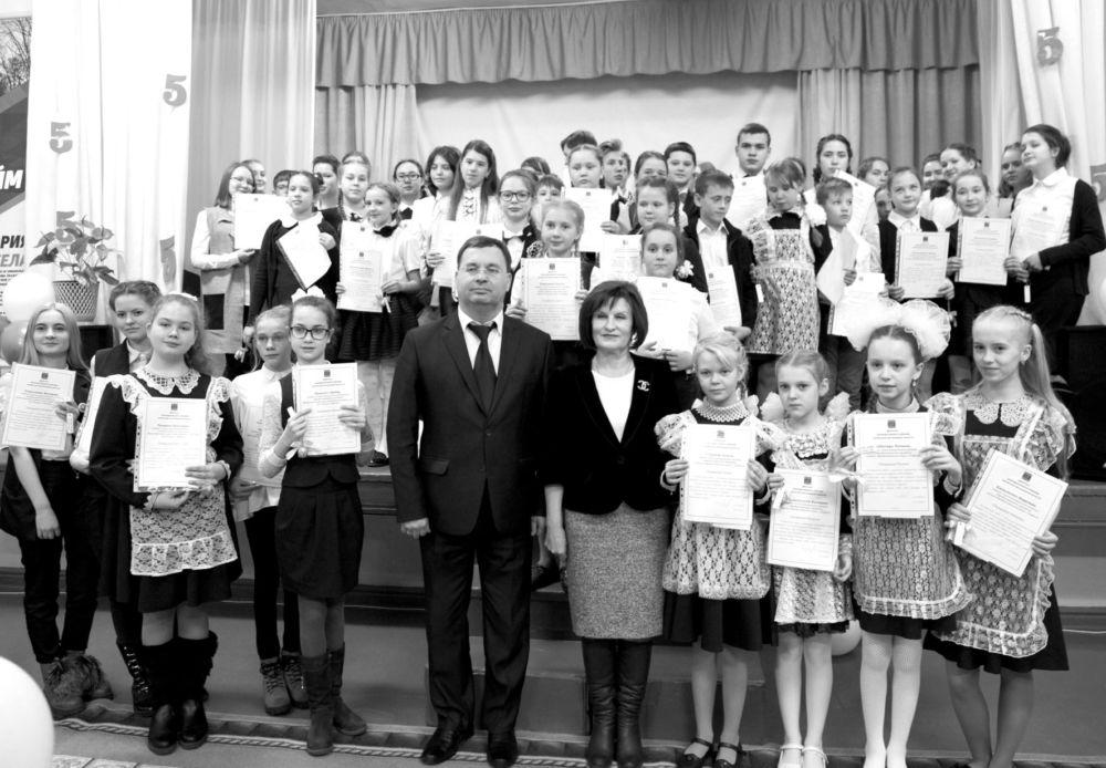 Вручена депутатская премия «Сто пятерок»