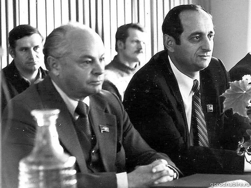 Секретарь обкома - На переднем плане слева – Лев Шапиро, справа – сменивший его на посту первого секретаря обкома партии Борис Корсунский