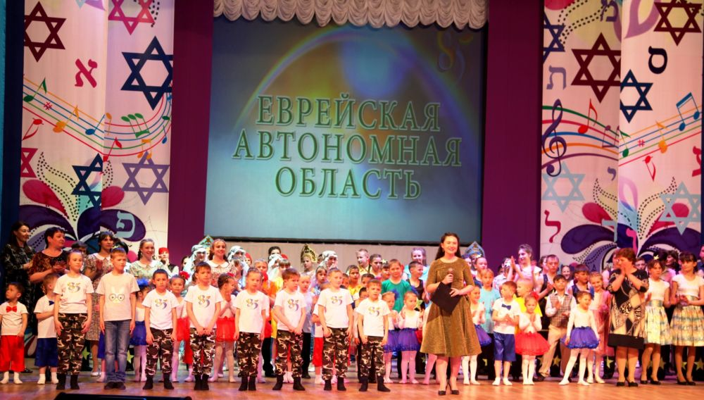Депутаты поздравили участников фестиваля «Росток надежды»
