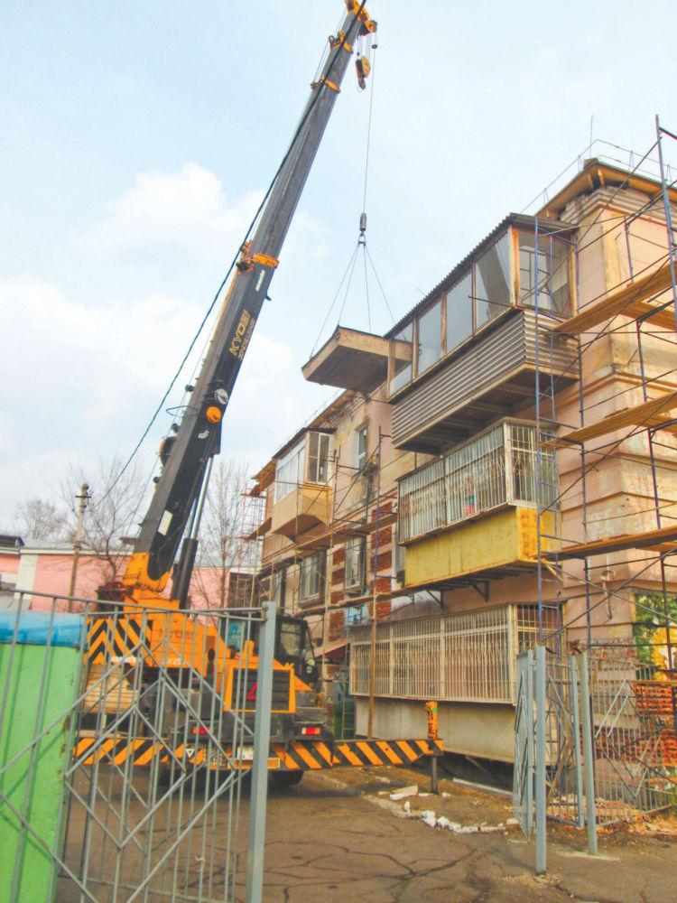 И работать тяжело,  и проблем немало - Капитальный ремонт дома на улице Горького в Биробиджане.