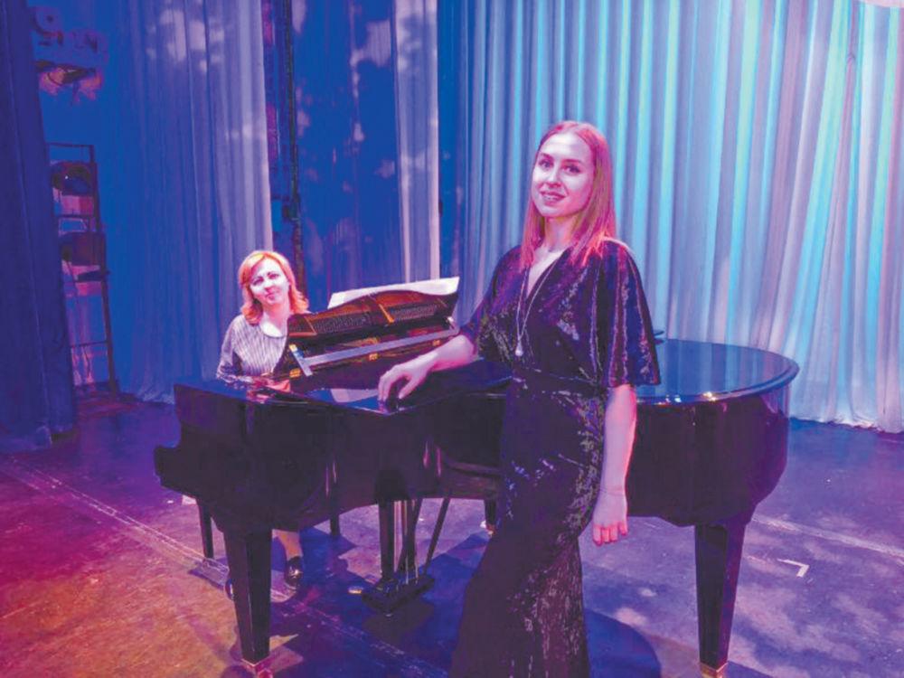 Наши – на «музыкальной олимпиаде» - Выступает Ольга БЫСТРОВА, за роялем – Марина ПЕТРУК
