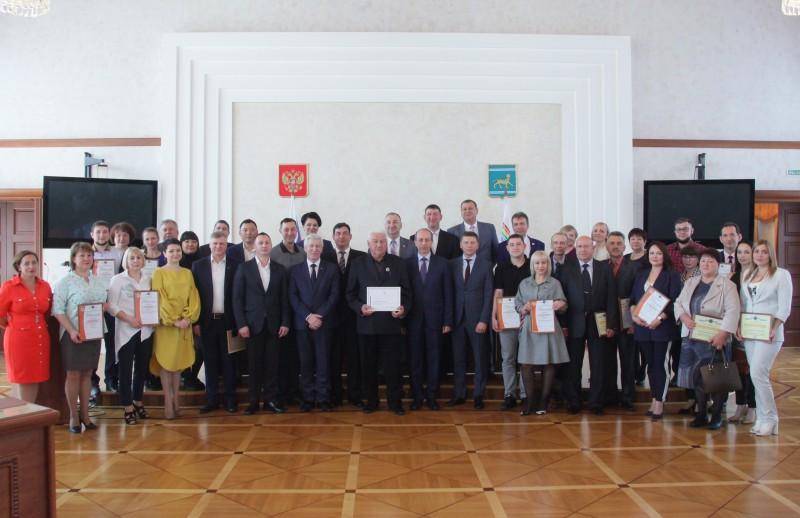 В большом зале правительства области прошло торжественное мероприятие, посвященное Дню российского предпринимательства