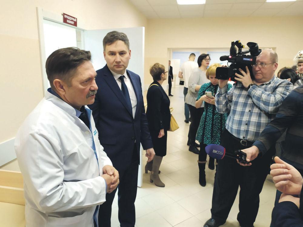 Дед Мороз «больничку» подарил - Главный врач детской больницы Борисенко и зампред правительства ЕАО В. Жуков