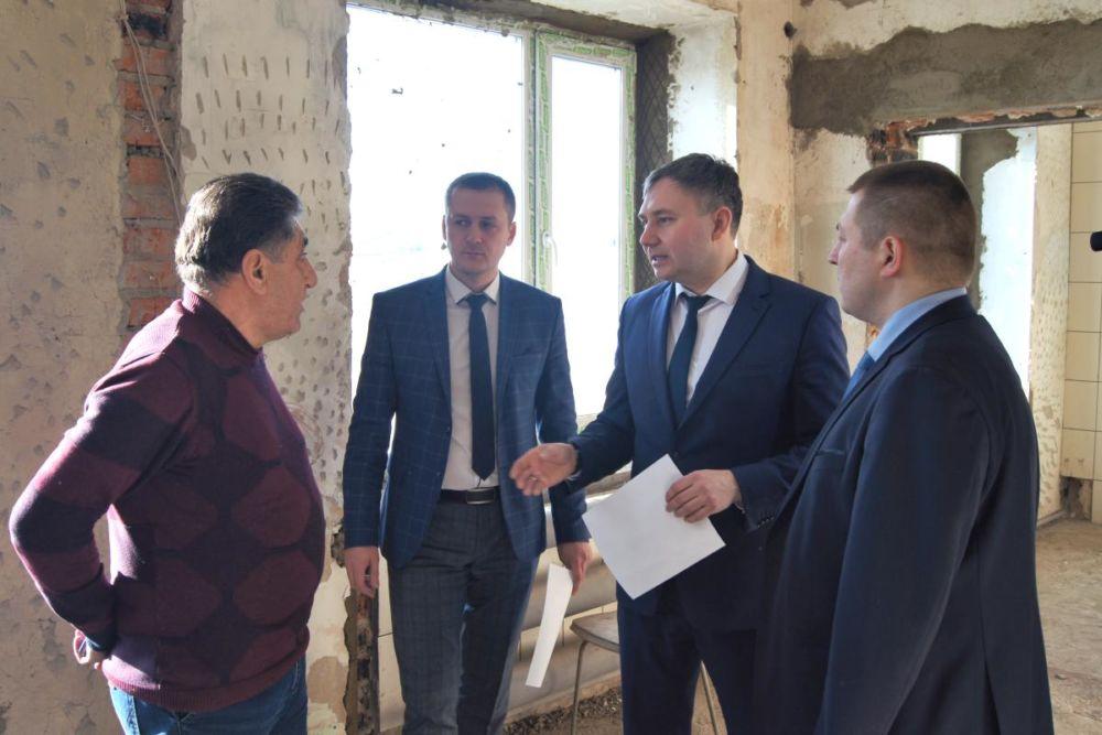 Ремонт помещений для установки ангиографа осмотрел и.о. заместителя председателя правительства ЕАО Валерий Жуков
